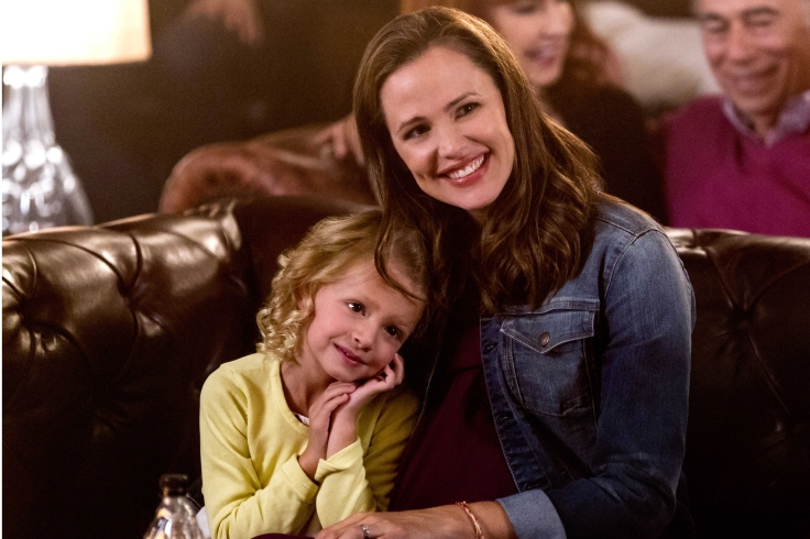 """DANNY COLLINS - 2015 FILM STILL - Giselle Eisenberg stars as """"Hope Donnelly"""" and Jennifer Garner stars as """"Samantha Leigh Donnelly"""" - Photo courtesy of Hopper Stone / Bleecker Street Danny Collins Productions, LLC"""
